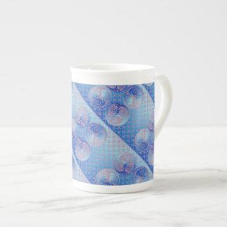 Taza de encargo de Triskele del Celtic Taza De Porcelana