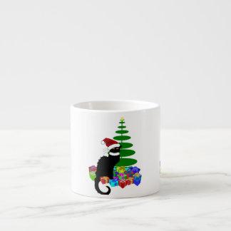 Taza De Espresso Charla Noir con el árbol de navidad y los regalos