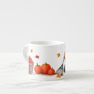 Taza De Espresso Día de la caída con las manzanas y el rastrillo de