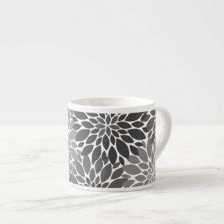 Taza De Espresso Estampado de flores de los crisantemos del gris de