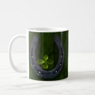 Taza de herradura afortunada de la taza de café