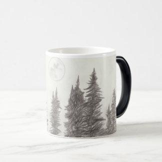 Taza de la luna y de café del bosque
