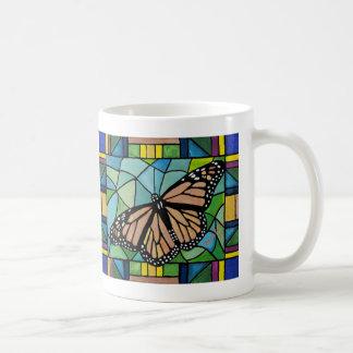 Taza de la mariposa del vitral