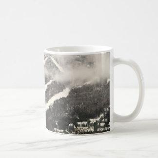 Taza de la montaña de la nieve