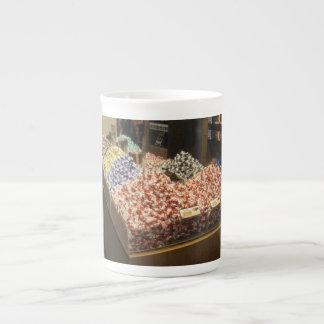 Taza de la porcelana de hueso con los chocolates taza de porcelana