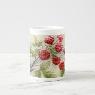 Taza de la porcelana de hueso de las frambuesas