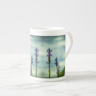 Taza de la porcelana de hueso de las plantas