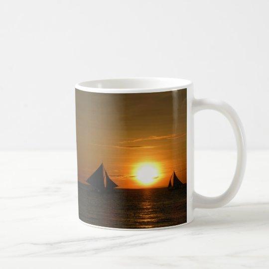 Taza de la puesta del sol de la navegación