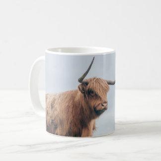 """Taza de la vaca de la montaña de """"Angus"""""""
