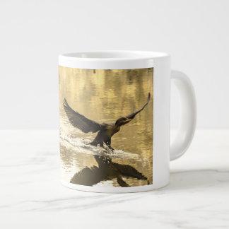Taza de las aves acuáticas de la naturaleza