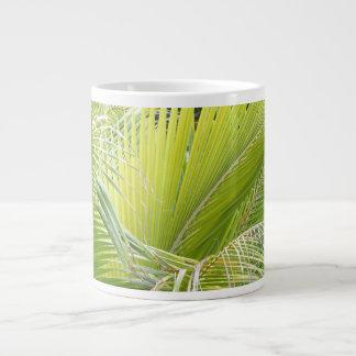 Taza de las frondas de la palma
