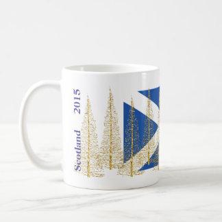 Taza de los árboles de navidad del oro de la taza de café