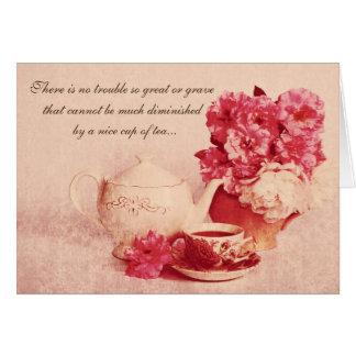 taza de té con una cita tarjeta de felicitación