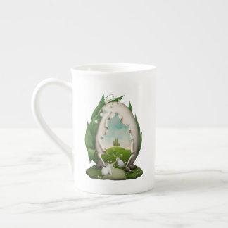 Taza de té de los conejos del huevo de Pascua