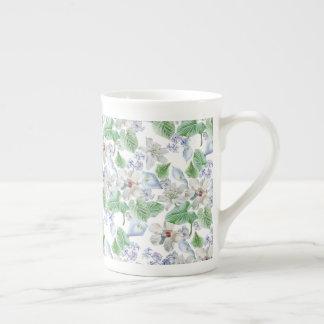 Taza de té del estampado de plores de la acuarela