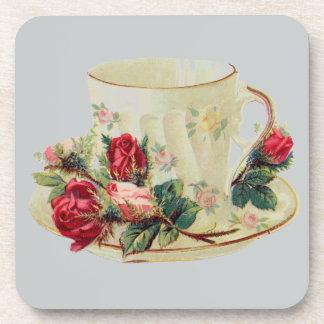 Taza de té del vintage con los rosas posavaso