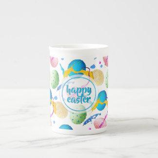 Taza De Té Huevos de Pascua y chapoteo coloridos de la