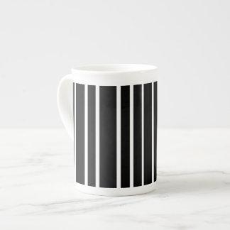 Taza De Té Raya vertical blanco y negro