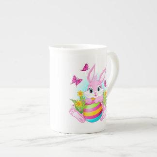 Taza de té rosada del conejito de pascua
