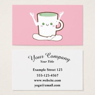 Taza de té verde que hace yoga tarjeta de negocios