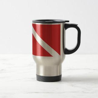 Taza De Viaje La bandera blanca roja del buceador de la insignia