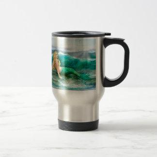 Taza De Viaje Sirena de la fantasía en la orilla del mar del