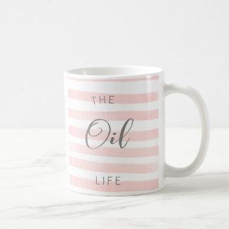 Taza del aceite esencial del rosa y del blanco