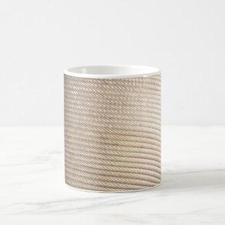 Taza del café con leche de la cuerda de alambre