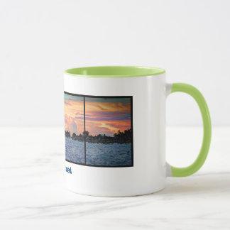Taza del campanero de la puesta del sol de la isla