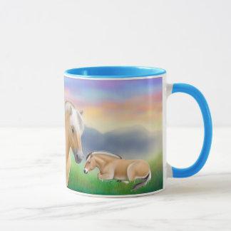 Taza del campanero de los caballos del fiordo en