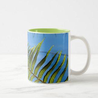 Taza del Caribe tropical y de la diversión -