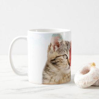 taza del corazón del gato de tabby
