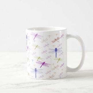 Taza del modelo de la libélula