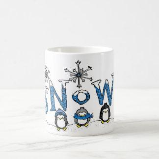 Taza del pingüino de la nieve