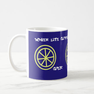 Taza del té del limón con iniciales