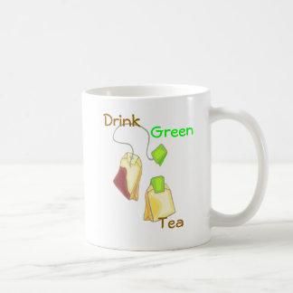 Taza del té verde de la bebida