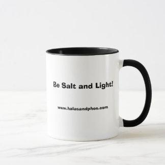 Taza derecha de la sal y de la luz