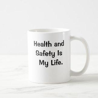 Taza divertida del lema de salud y de la seguridad
