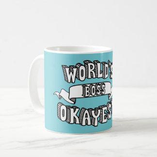 Taza divertida del texto de Okayest Boss del mundo