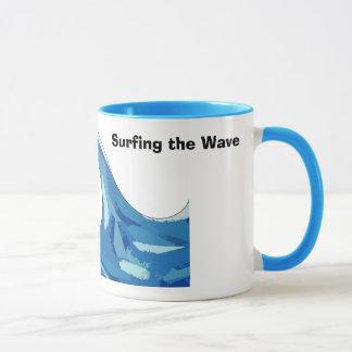 Taza el illysurfing, practicando surf la onda