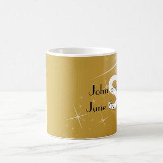 Taza elegante del favor del boda del oro y del
