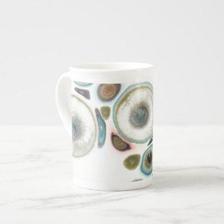 Taza en colores pastel de la porcelana de hueso
