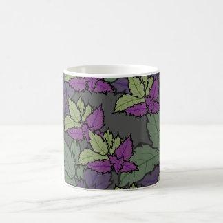 taza estilo femenino morada con hojas