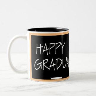 Taza feliz de la graduación