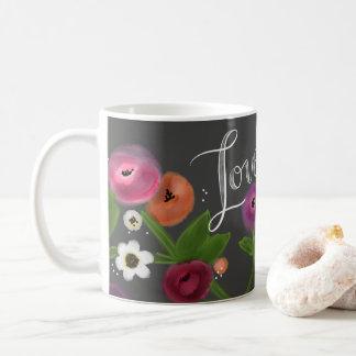 Taza floral del AMOR de la pizarra