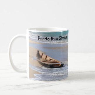 Taza fuerte de Puerto Rico con el barco en la