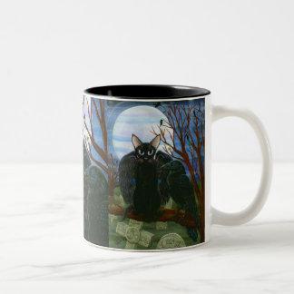Taza gótica del arte de la fantasía del cuervo del