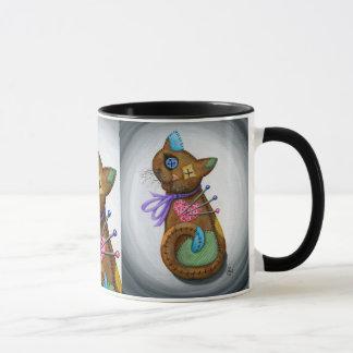 Taza gótica del arte del gato del remiendo de la