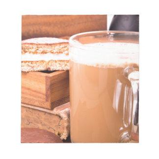 Taza grande de cacao caliente con espuma bloc de notas