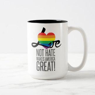 Taza grande del odio del amor no (arco iris)
